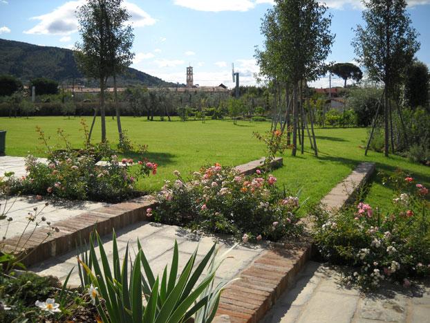 Arredamenti da giardino in toscana for Foto arredo giardino